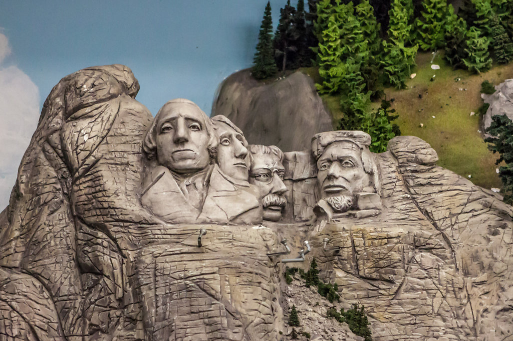 Miniature Wonderland - Mt. Rushmore